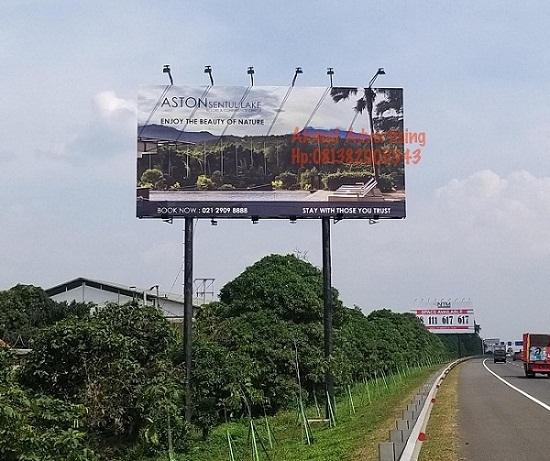 Pemasangan-billboard-di-tol
